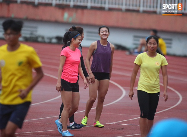 Cô gái vàng trong làng điền kinh Lê Tú Chinh bước qua áp lực hướng đến mục tiêu cao nhất tại SEA Games 30 - Ảnh 12.