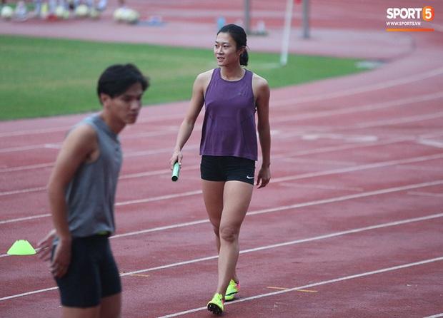 Cô gái vàng trong làng điền kinh Lê Tú Chinh bước qua áp lực hướng đến mục tiêu cao nhất tại SEA Games 30 - Ảnh 1.