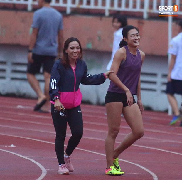 Cô gái vàng trong làng điền kinh Lê Tú Chinh bước qua áp lực hướng đến mục tiêu cao nhất tại SEA Games 30 - Ảnh 13.