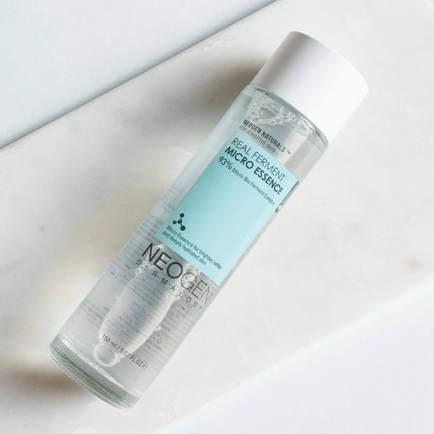 Cấp ẩm, làm da căng bóng thấy rõ mà lại siêu nhẹ mặt, essence chính là món skincare lý tưởng cho ngày thời tiết ẩm ương - Ảnh 4.