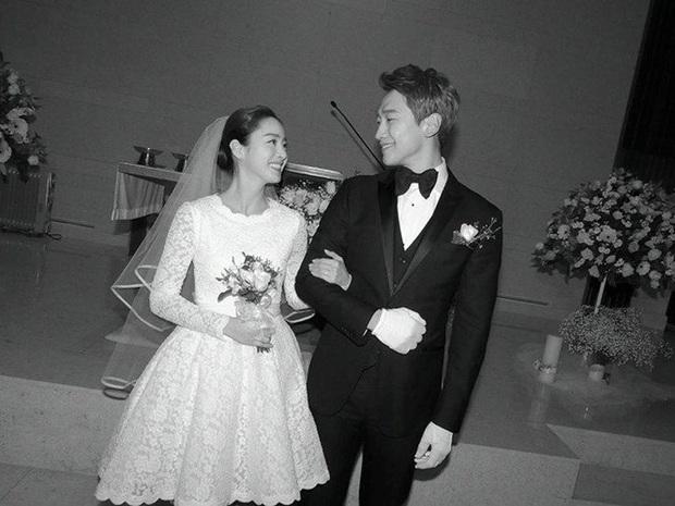 """Tái xuất sau 40 ngày sinh con thứ 2, Kim Tae Hee khiến netizen """"đứng hình"""" vì thân hình phát tướng nhưng nhan sắc mới gây sốc - Ảnh 4."""