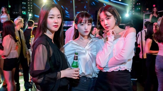 Chuyên gia showbiz chọn cặp đôi yêu thích nhất 2019: Đôi trẻ Hotel Del Luna vẫn thua xa đàn chị Gong Hyo Jin? - Ảnh 7.