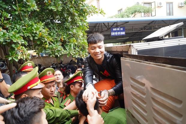 Giang hồ mạng Khá Bảnh bị tuyên 10 năm 6 tháng tù giam, truy thu gần 5 tỷ đồng - Ảnh 28.