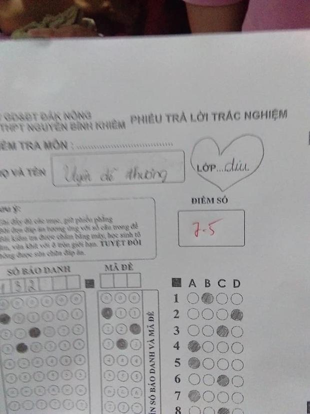 Nữ sinh thả thính thầy giáo trong bài kiểm tra, tưởng gây ấn tượng được với thầy ai ngờ bị trừ luôn 5 điểm - Ảnh 1.