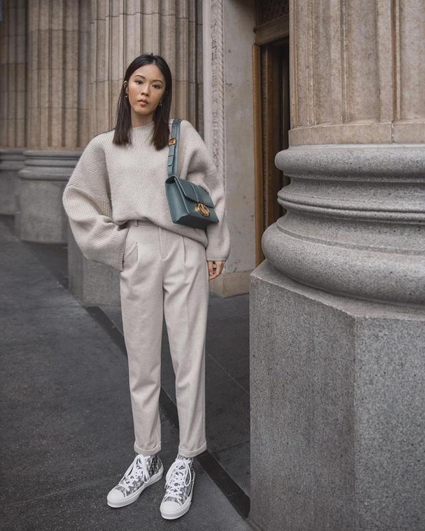 Ngắm street style châu Á tuần qua để găm loạt bí kíp diện áo len to sụ siêu xinh cho ngày trở rét - Ảnh 1.