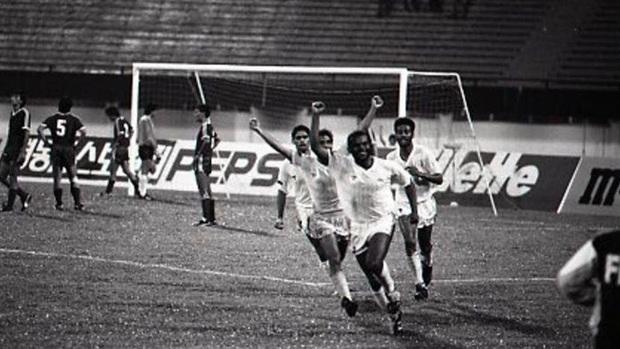 Nghe vô lý nhưng lại rất thuyết phục: Bóng đá UAE bị kìm hãm vì... quá giàu - Ảnh 1.