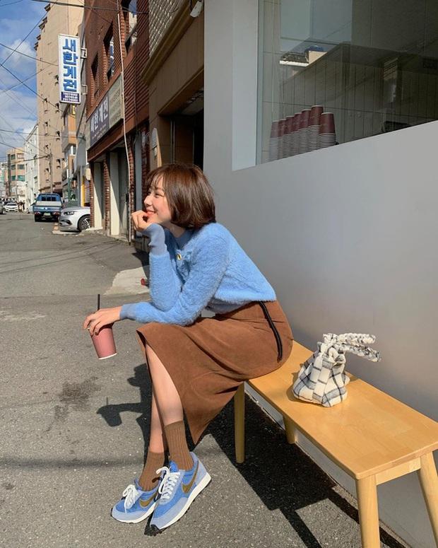 Ngắm street style châu Á tuần qua để găm loạt bí kíp diện áo len to sụ siêu xinh cho ngày trở rét - Ảnh 11.