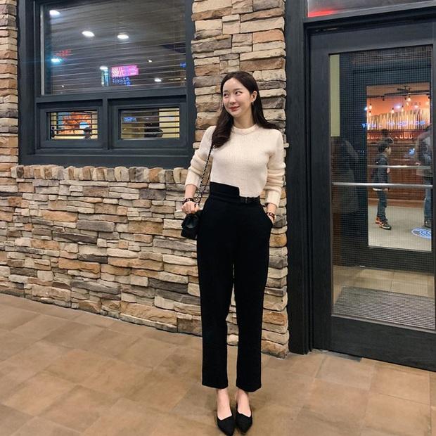 Ngắm street style châu Á tuần qua để găm loạt bí kíp diện áo len to sụ siêu xinh cho ngày trở rét - Ảnh 3.