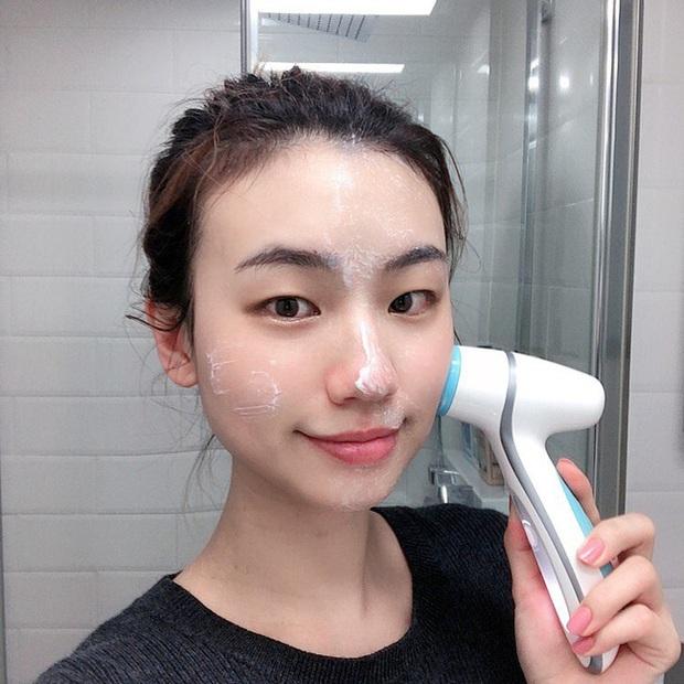 Xin nhấn mạnh: 6 lỗi rửa mặt sau không chỉ khiến da xấu đi mà còn gây lão hóa với tốc độ ánh sáng - Ảnh 5.