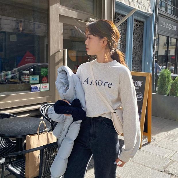 Ngắm street style châu Á tuần qua để găm loạt bí kíp diện áo len to sụ siêu xinh cho ngày trở rét - Ảnh 4.