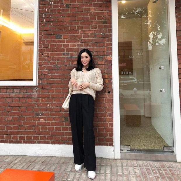 Ngắm street style châu Á tuần qua để găm loạt bí kíp diện áo len to sụ siêu xinh cho ngày trở rét - Ảnh 7.
