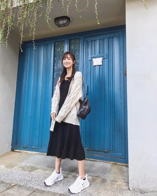 Ngắm street style châu Á tuần qua để găm loạt bí kíp diện áo len to sụ siêu xinh cho ngày trở rét - Ảnh 8.