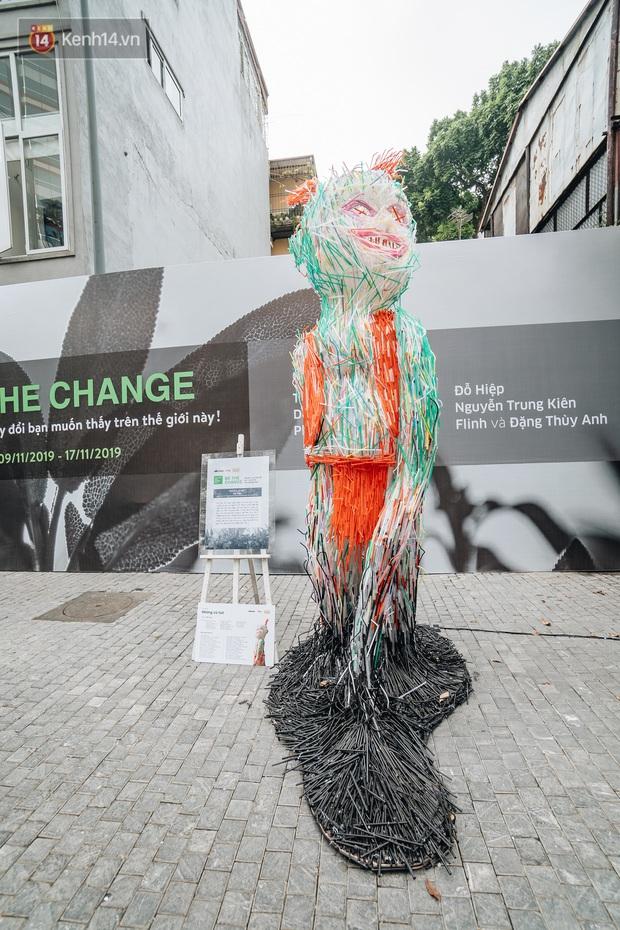 Khi rác thải nhựa biến thành những tác phẩm nghệ thuật ở Hà Nội: Chúng ta đang dần bị hóa nhựa như thế nào? - Ảnh 4.