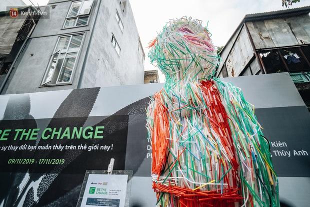 Khi rác thải nhựa biến thành những tác phẩm nghệ thuật ở Hà Nội: Chúng ta đang dần bị hóa nhựa như thế nào? - Ảnh 5.