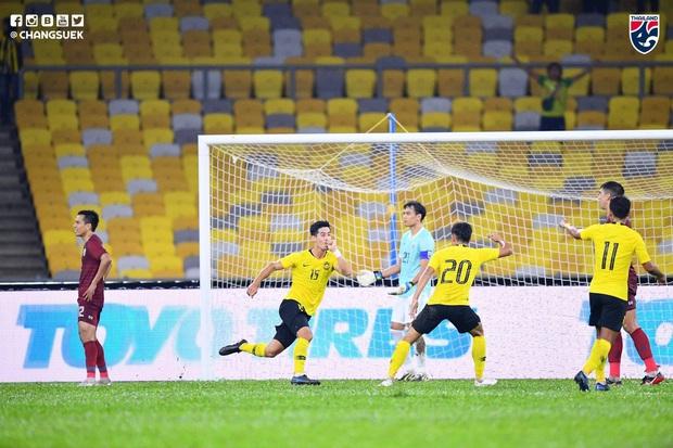 Malaysia ngược dòng thắng Thái Lan, giúp Việt Nam lên đầu bảng - Ảnh 2.