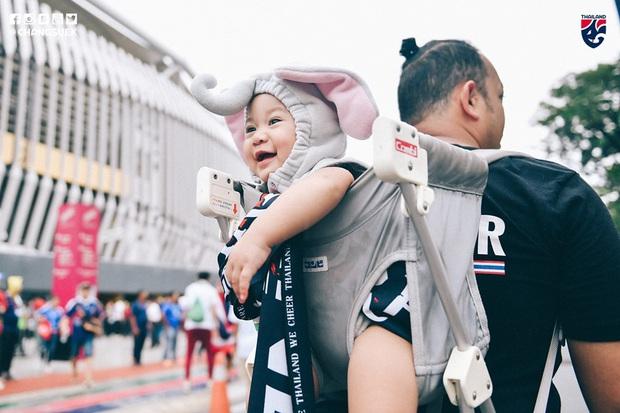 Malaysia ngược dòng thắng Thái Lan, giúp Việt Nam lên đầu bảng - Ảnh 10.