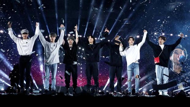 BTS kiếm hơn 2000 tỉ đồng tiền vé concert, xếp sau mỗi Elton John thế mà lại thua giải tour diễn của năm trước BLACKPINK - Ảnh 2.