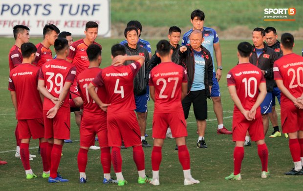 Tin vui nối tiếp tin vui: Việt Nam kết thúc năm 2019 với vị trí vượt ngoài mong đợi trên BXH FIFA - Ảnh 2.