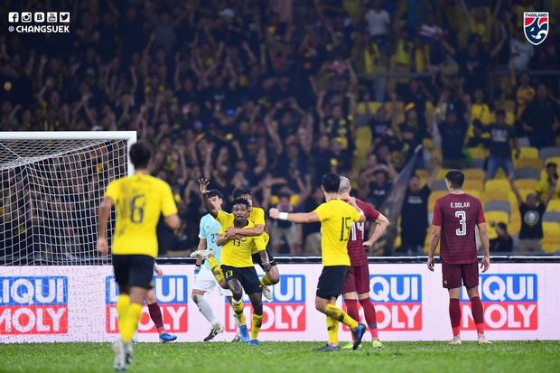 Malaysia ngược dòng thắng Thái Lan, giúp Việt Nam lên đầu bảng - Ảnh 3.