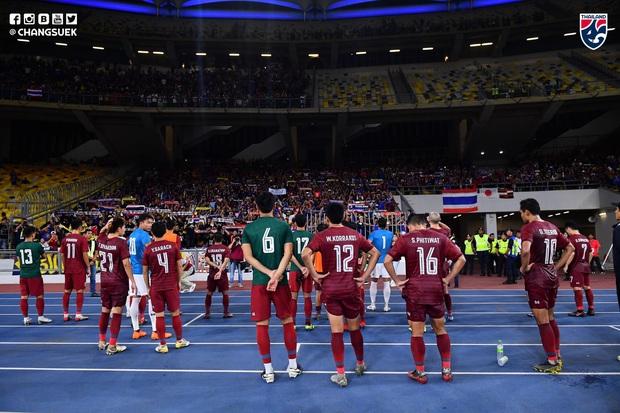 Malaysia ngược dòng thắng Thái Lan, giúp Việt Nam lên đầu bảng - Ảnh 4.