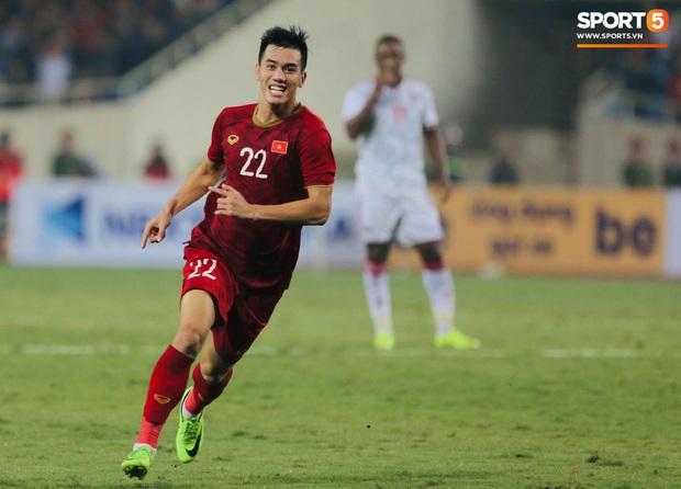 Tiến Linh lập siêu phẩm, tuyển Việt Nam hạ gục UAE để chiếm ngôi đầu bảng từ tay Thái Lan - Ảnh 1.