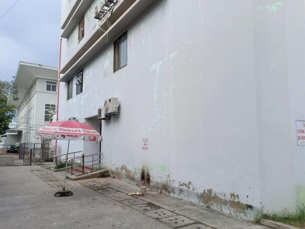 Người phụ nữ tử vong sau khi nhảy từ tầng 4 của bệnh viện - Ảnh 2.