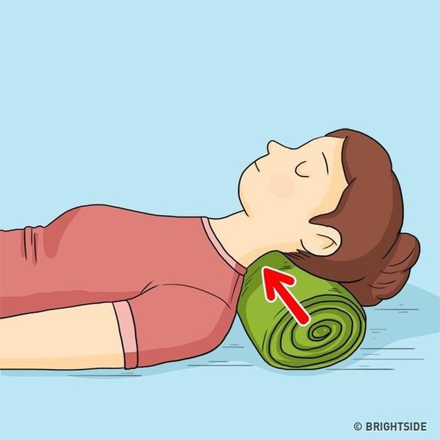 Những tips giúp giảm bớt nếp nhăn xuất hiện từ đầu đến chân cả trong khi ngủ - Ảnh 4.