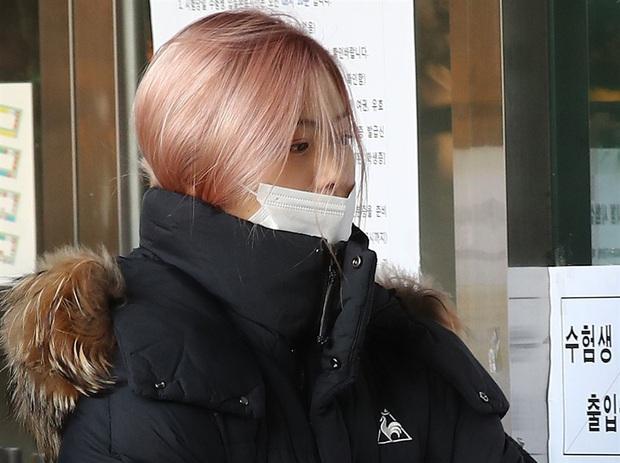 Nửa triệu sĩ tử Hàn Quốc hoàn thành kỳ thi đại học khốc liệt, nhiều nữ thần tượng xinh đẹp góp mặt trong dàn thí sinh - Ảnh 7.