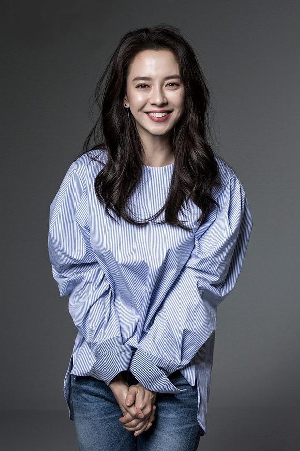 Sau 14 năm nằm không, mợ ngố Song Ji Hyo bỗng được tận 4 mỹ nam theo đuổi trong phim mới - Ảnh 3.
