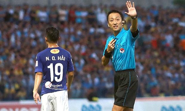 Info trọng tài cực đẹp trai đến từ Nhật Bản, người thẳng tay rút thẻ đỏ cho cầu thủ UAE sau pha phạm lỗi xấu xí - Ảnh 4.