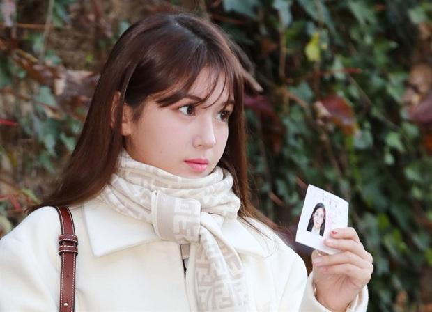 Nửa triệu sĩ tử Hàn Quốc hoàn thành kỳ thi đại học khốc liệt, nhiều nữ thần tượng xinh đẹp góp mặt trong dàn thí sinh - Ảnh 6.