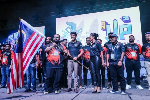 Bộ trưởng đẹp trai, trẻ tuổi nhất lịch sử Malaysia hi vọng đoàn Esports sẽ thay đổi định kiến người dân nước nhà - Ảnh 2.