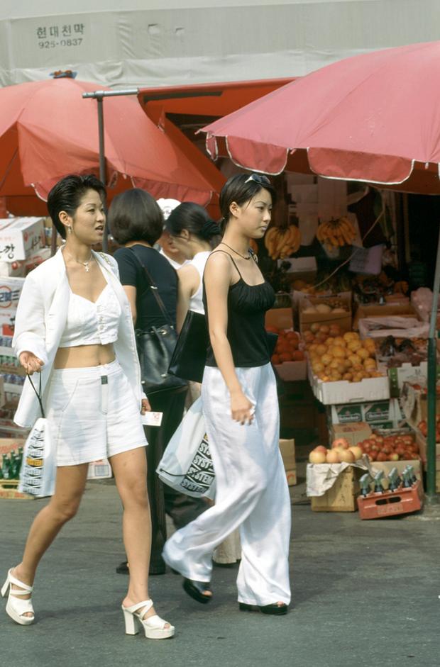 Nam thanh nữ tú xứ Hàn những năm 90: Lên đồ chặt chém, bắt trend nhanh khiến thế hệ bây giờ cũng phải ngả mũ - Ảnh 1.