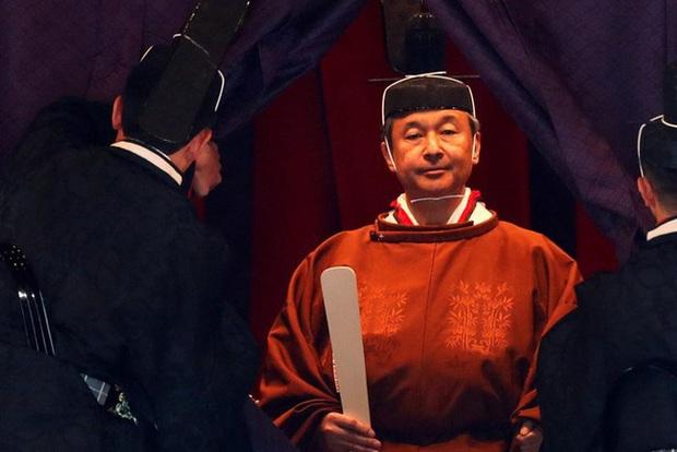 Hôm nay Nhật hoàng sẽ qua đêm với Nữ thần mặt trời trong nghi lễ lên ngôi cuối cùng trị giá hơn 580 tỷ đồng - Ảnh 2.