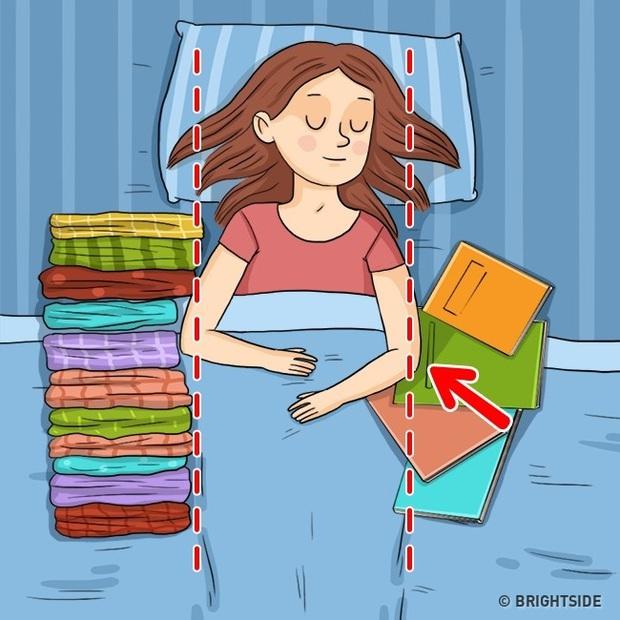 Những tips giúp giảm bớt nếp nhăn xuất hiện từ đầu đến chân cả trong khi ngủ - Ảnh 2.