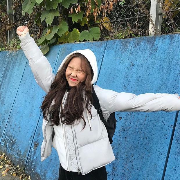 Choáng với cách học sinh Hàn Quốc xả hơi sau thi ĐH: Kẻ đua nhau vứt luôn sách vở ở cổng trường, người vào thẩm mỹ viện đập mặt đổi đời - Ảnh 7.