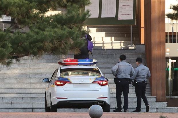 Nín thở hồi hộp khi kỳ thi đại học khốc liệt ở Hàn Quốc khởi động - Ảnh 3.