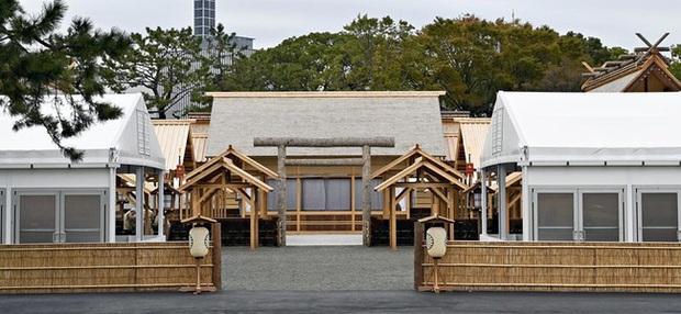 Hôm nay Nhật hoàng sẽ qua đêm với Nữ thần mặt trời trong nghi lễ lên ngôi cuối cùng trị giá hơn 580 tỷ đồng - Ảnh 3.