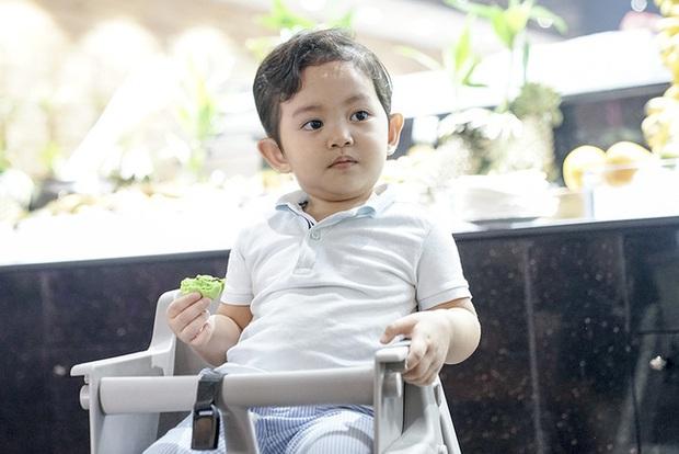 Chi không ít tiền cho con học trường quốc tế, Khánh Thi lại chứng kiến cảnh Kubi nhem nhuốc bên chậu nước xà phòng và sự thật bất ngờ - Ảnh 4.