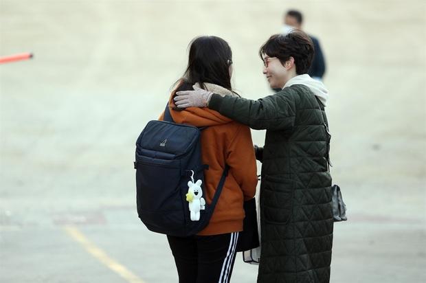 Nín thở hồi hộp khi kỳ thi đại học khốc liệt ở Hàn Quốc khởi động - Ảnh 5.