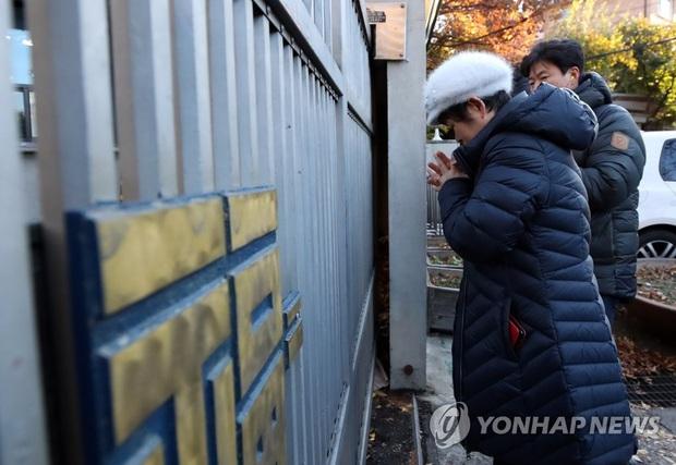 Nửa triệu sĩ tử Hàn Quốc hoàn thành kỳ thi đại học khốc liệt, nhiều nữ thần tượng xinh đẹp góp mặt trong dàn thí sinh - Ảnh 2.