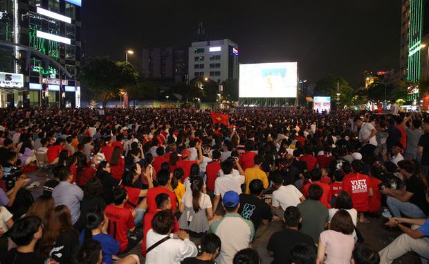 Cảm động: Mẹ Tiến Linh bật khóc nức nở khi thấy con trai ghi bàn duy nhất giúp Việt Nam thắng UAE - Ảnh 3.