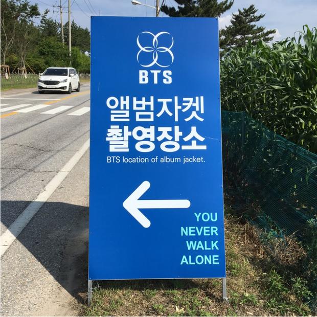 Chỉ là điểm xe bus thôi mà trạm xe bus BTS này đã được bình chọn là điểm đến hàng đầu trong Tour du lịch Bangtan tại Hàn Quốc - Ảnh 4.