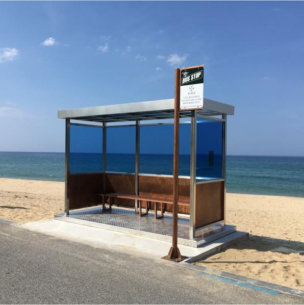 Chỉ là điểm xe bus thôi mà trạm xe bus BTS này đã được bình chọn là điểm đến hàng đầu trong Tour du lịch Bangtan tại Hàn Quốc - Ảnh 6.