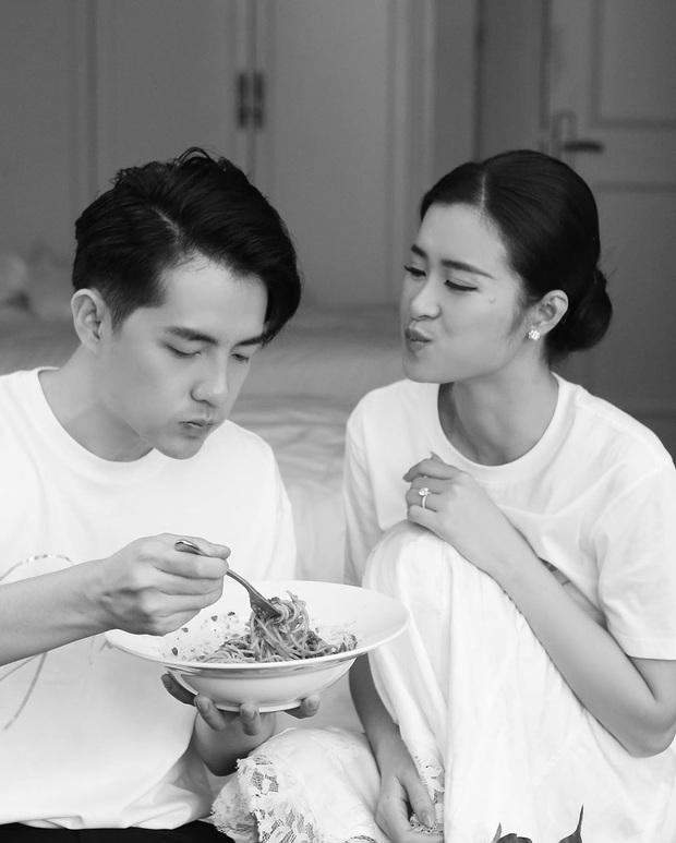 """""""Bá đạo"""" như vợ chồng Đông Nhi – Ông Cao Thắng: Nhìn lại ngày cưới vẫn nhớ nhất giây phút cùng nhau ngồi… hút mì cứu đói! - Ảnh 6."""