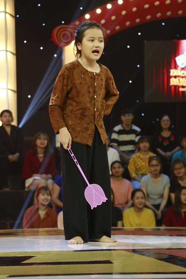 """Thách thức danh hài: Cô bé 9 tuổi """"chửi"""" xối xả khiến Trấn Thành – Trường Giang không kịp vuốt mặt - Ảnh 3."""