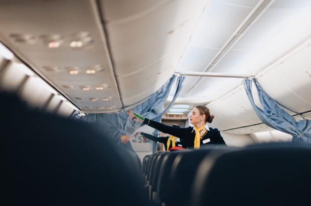 Nếu chẳng may phải ngồi ghế giữa trên máy bay thì đây là những mẹo sống sót cực kì hữu ích dành cho bạn - Ảnh 6.