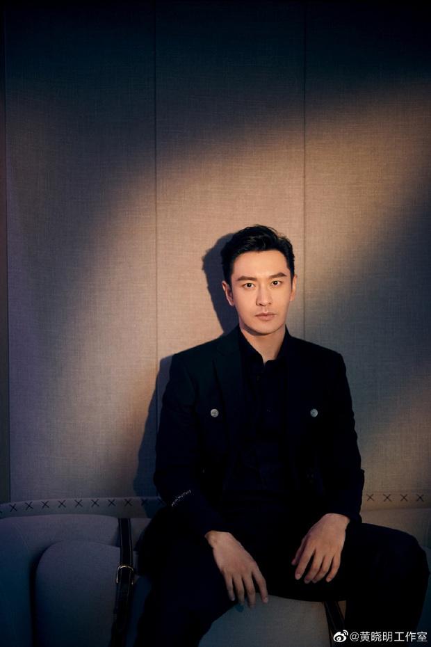 Huỳnh Hiểu Minh gây sốt với hình ảnh 42 tuổi cực phong độ và điển trai, hoàn toàn ăn đứt loạt đàn em tại sự kiện - Ảnh 11.
