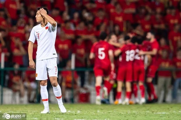 Syria 2-1 Trung Quốc: Học trò phản lưới ngớ ngẩn khiến HLV tuyển Trung Quốc từng vô địch World Cup phải từ chức - Ảnh 7.