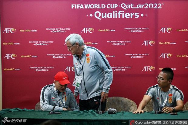 Syria 2-1 Trung Quốc: Học trò phản lưới ngớ ngẩn khiến HLV tuyển Trung Quốc từng vô địch World Cup phải từ chức - Ảnh 1.